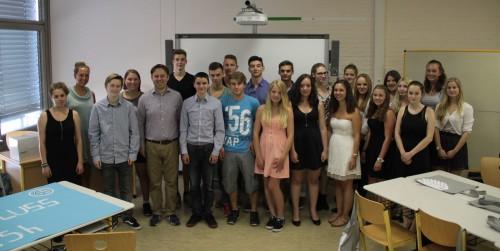 Schulunterricht einmal anders. Zu Gast in der 10aR um ihre Klassenlehrerin Frau Sina Rauth (2. v. links) war der Bundestagsabgeordnete Dr. Jens Zimemrmann (5. v. links).
