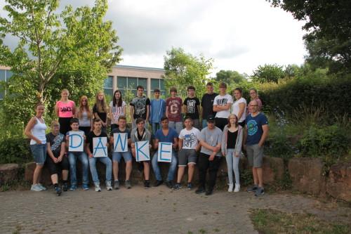 Die Schülerrinnen und Schüler der 8. Hauptschulklasse und der 9. Förderschulklasse mit ihren Lehrkräften Herrn Friedbert Metz und Frau Miriam Schreiber bedanken sich für den erfolgreichen Ablauf der Praxistage 2014/2015.