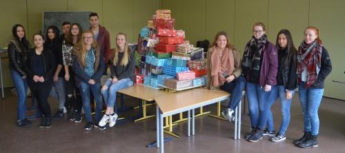 Die SV mit allen eingesammelten Weihnachtspaketen.