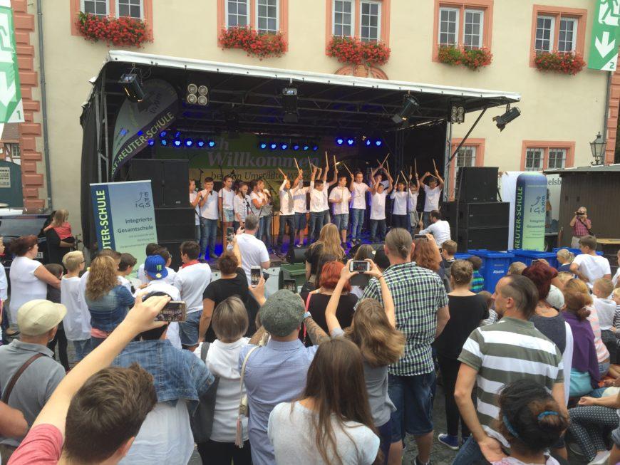 Große Bühne für großartige Musikdarbietungen von den Kindern des fünften Schuljahres.